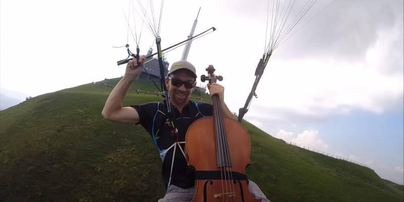 violoncelle en parapente